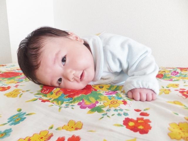 赤ちゃんの手足が冷たい時は室内でも靴下をはく?