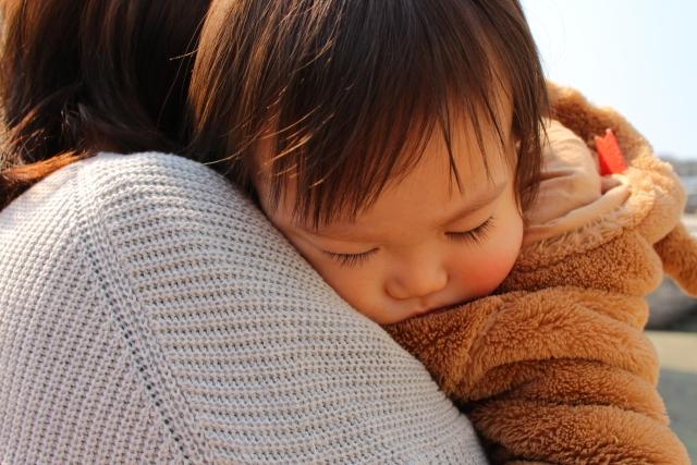 赤ちゃんに熱があるが元気な時の病院の判断の目安