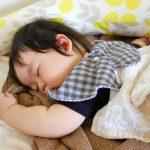 赤ちゃんのうつぶせ寝はやめた方がいい?うつぶせ寝のメリットデメリットとSIDSのリスク