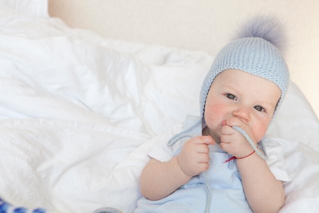 赤ちゃんに熱があるが元気な時でも冷やした方がいい?
