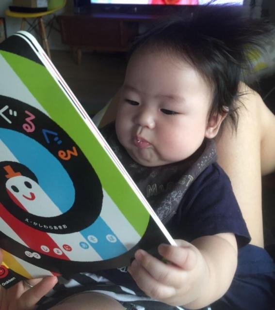 赤ちゃんに絵本の読み聞かせはいつからがいい?
