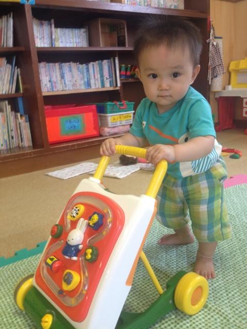 9ヶ月~1歳の赤ちゃんの特徴とプレゼント
