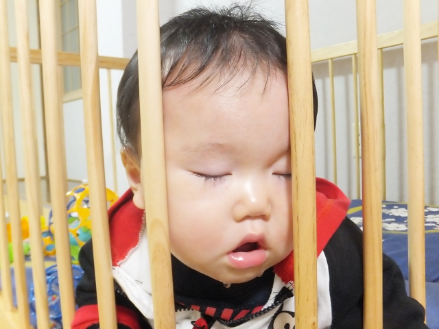 ベビーサークルに赤ちゃんだけにするのは短時間にする