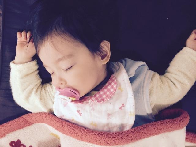 赤ちゃんとの添い寝のメリット