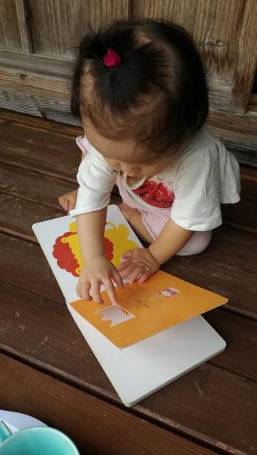 赤ちゃんと一緒に絵本の読み聞かせを楽しもう